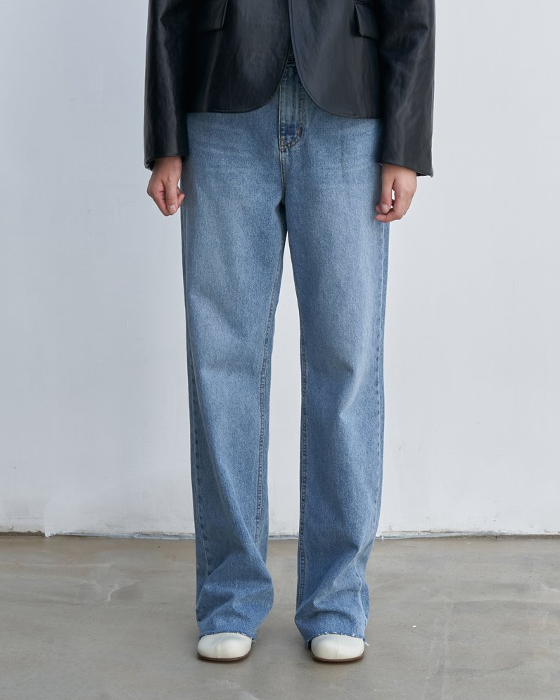 Long loose-fit jeans