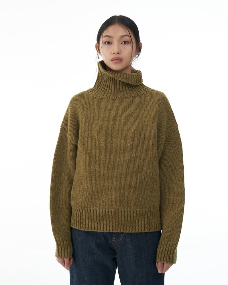 Merino Wool Turtle Neck Sweater (KHAKI)