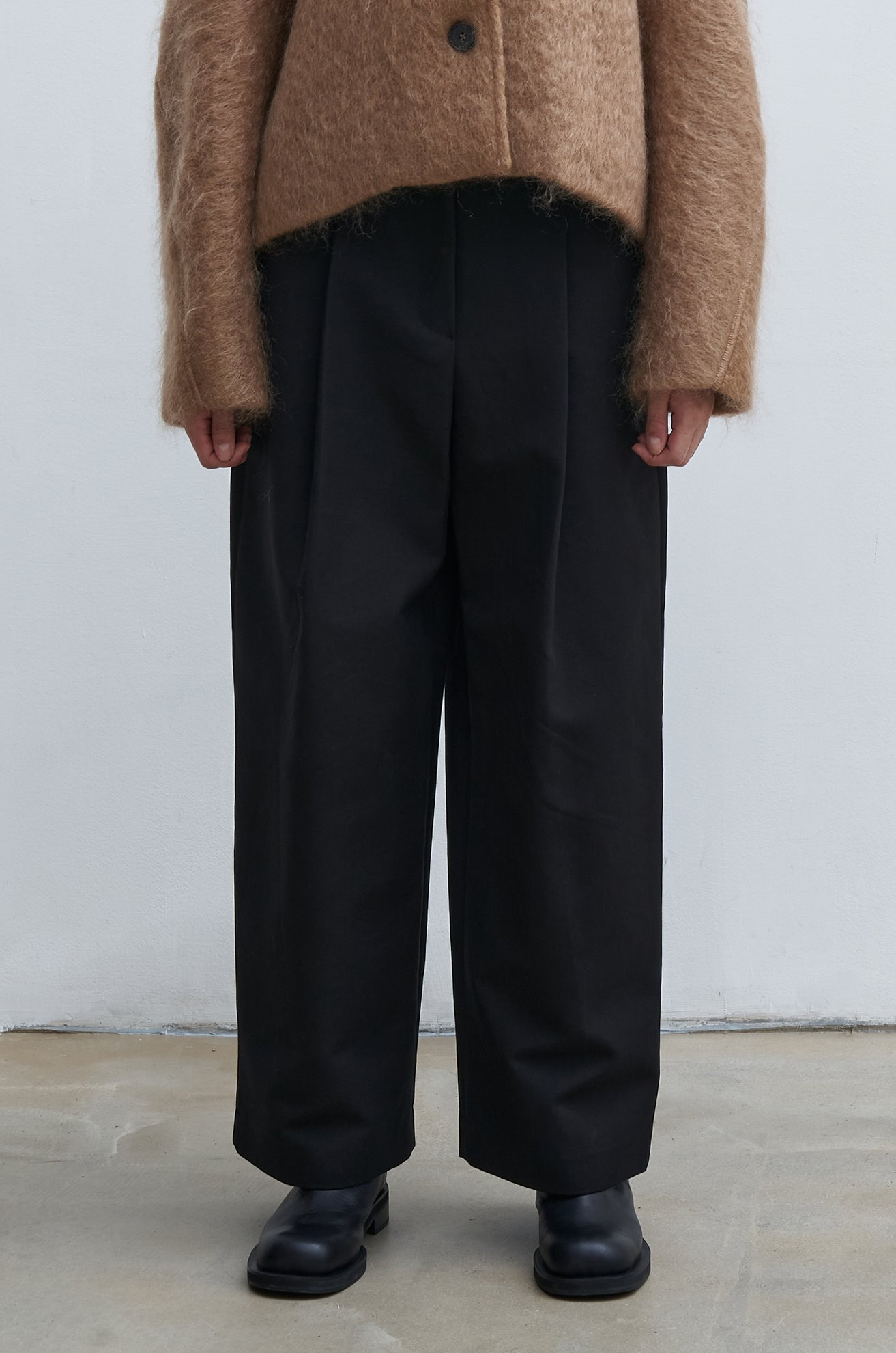 Cropped wide leg pleated pants