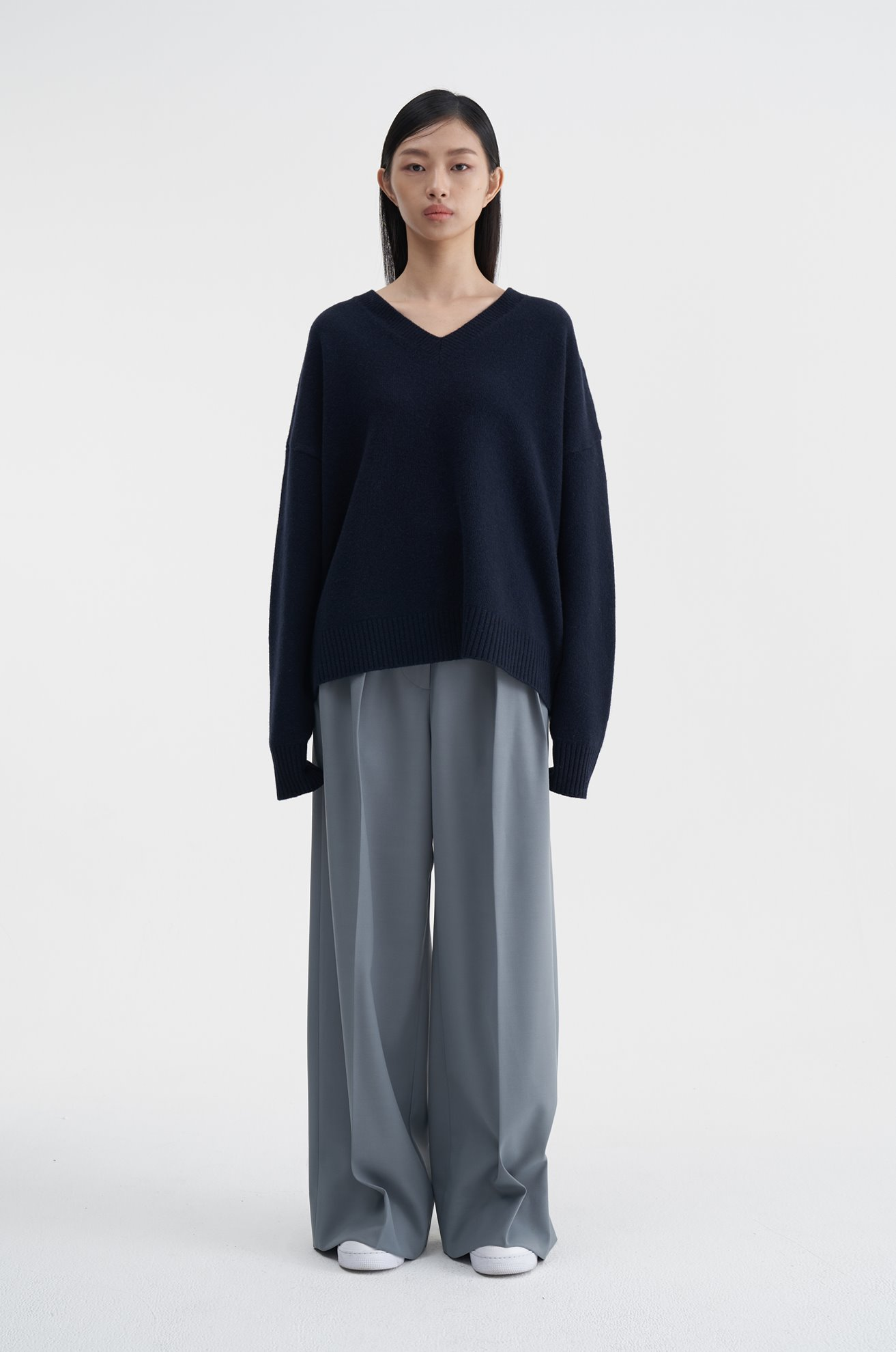 Cashmere Vneck Sweater (NAVY)ATELIER EDITION