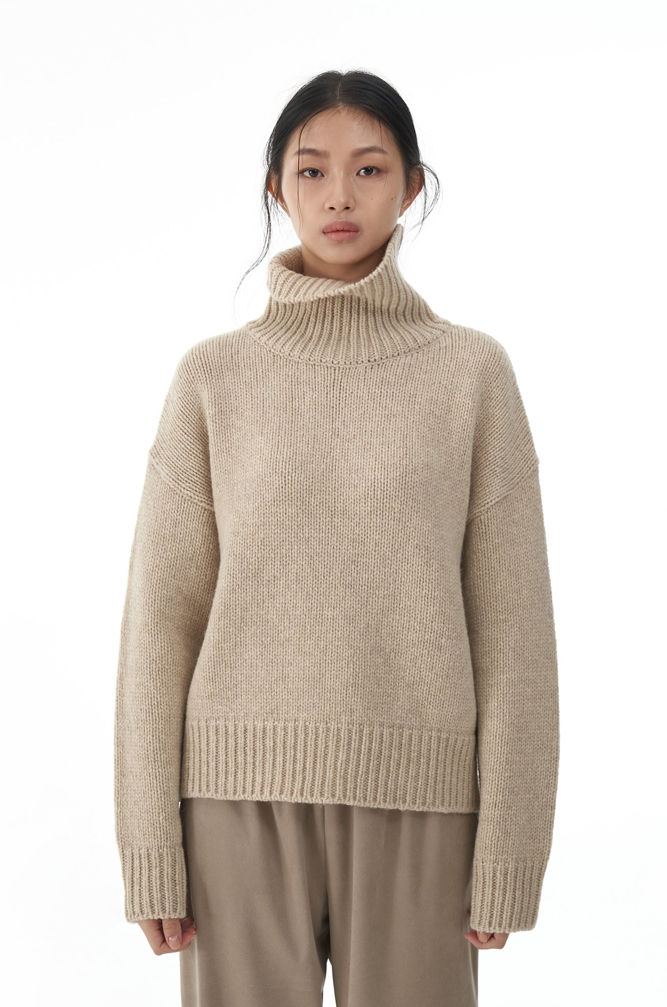 Merino Wool Turtle Neck Sweater (BEIGE)