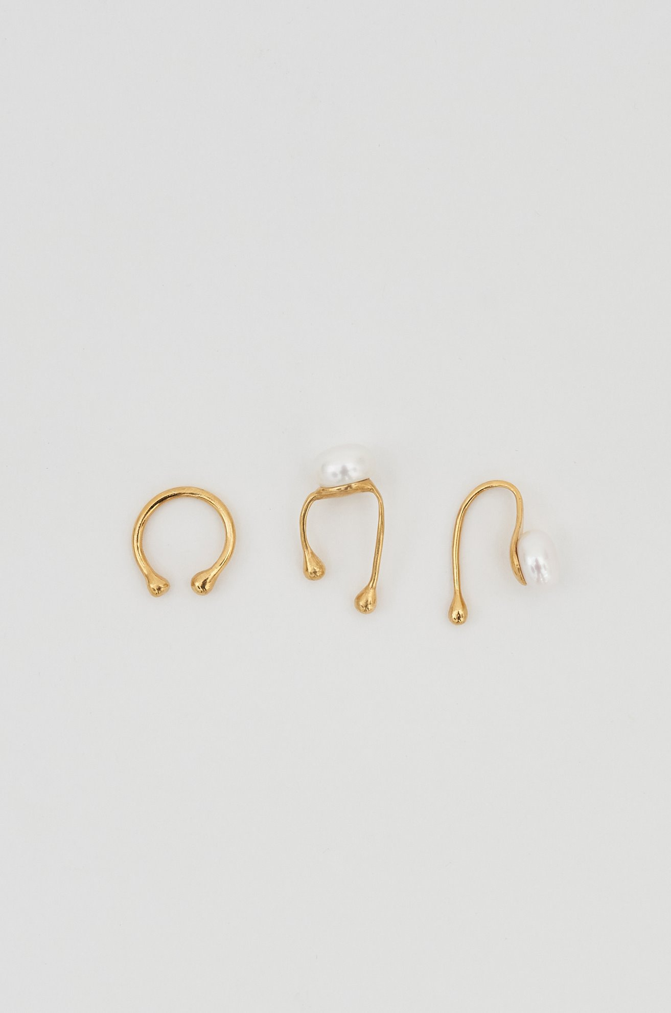 FRESHWATER PEARL EAR CUFF (GOLD) ATELIER EDITION